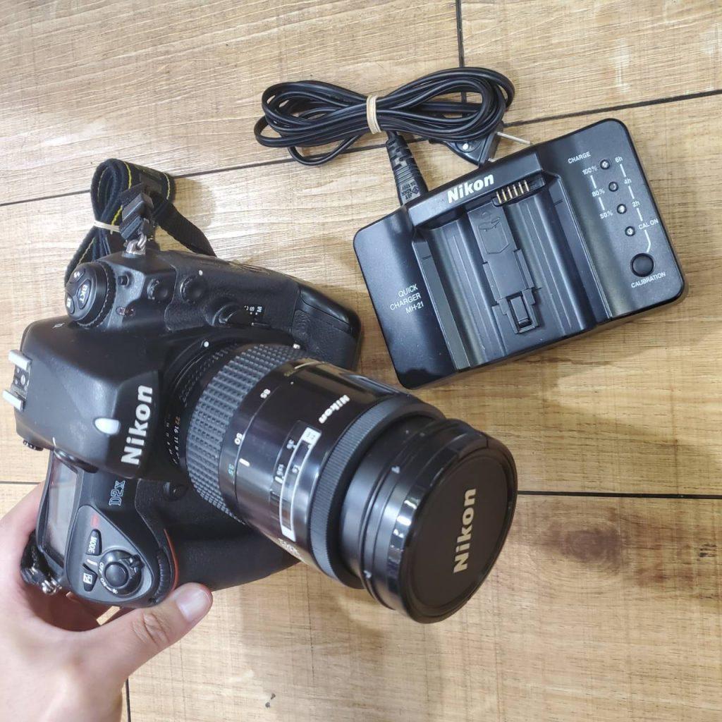 Nikon一眼レフカメラD2Xの査定価格8千円
